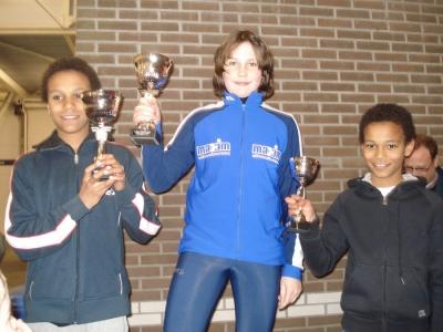 Een oude foto van Daidai Ntab (links) en Thomas van Dijk (midden) op het podium van de Clubkampioenschappen in 2008.