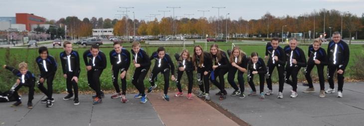 """De schaatsploeg van """"De Vennen""""  in het seizoen 2014/2015"""