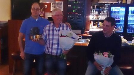 De winnaar van de Vrijwilligersprijs 2015 Pieter van der Steen te midden van Frank van Elderen (winnaar 2014) en medegenomineerde Marc van Hulten