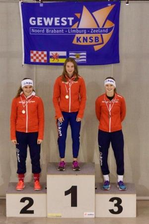 Sanne van Duijnhoven op de hoogste trede van het podium van het Zuid-Nederlands Kampioenschap (foto Barend Princen)